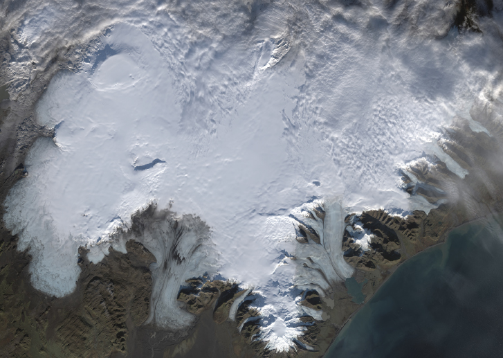 Vatnajökull viewed from space, 1 November 2017. Notice the prominent calderas of Bárðarbunga (upper left), Grímsvötn (middle left) and Öræfajökull (bottom middle). Source: https://landsat.usgs.gov/nasa.