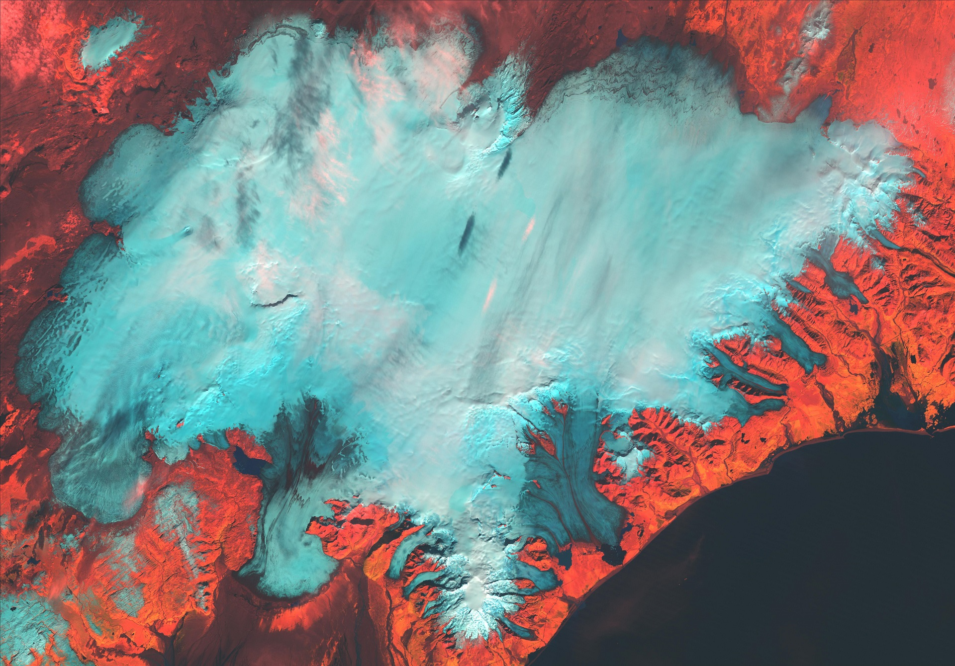 Landsat satellite image from the fall of 1994. The snowline is visible and clearly marks the boundary between the white snow-covered surface of the accumulation areas vs the darker glacial ice in the ablation area. On temperate glaciers, the autumn snowline is often defined as the equilibrium line.