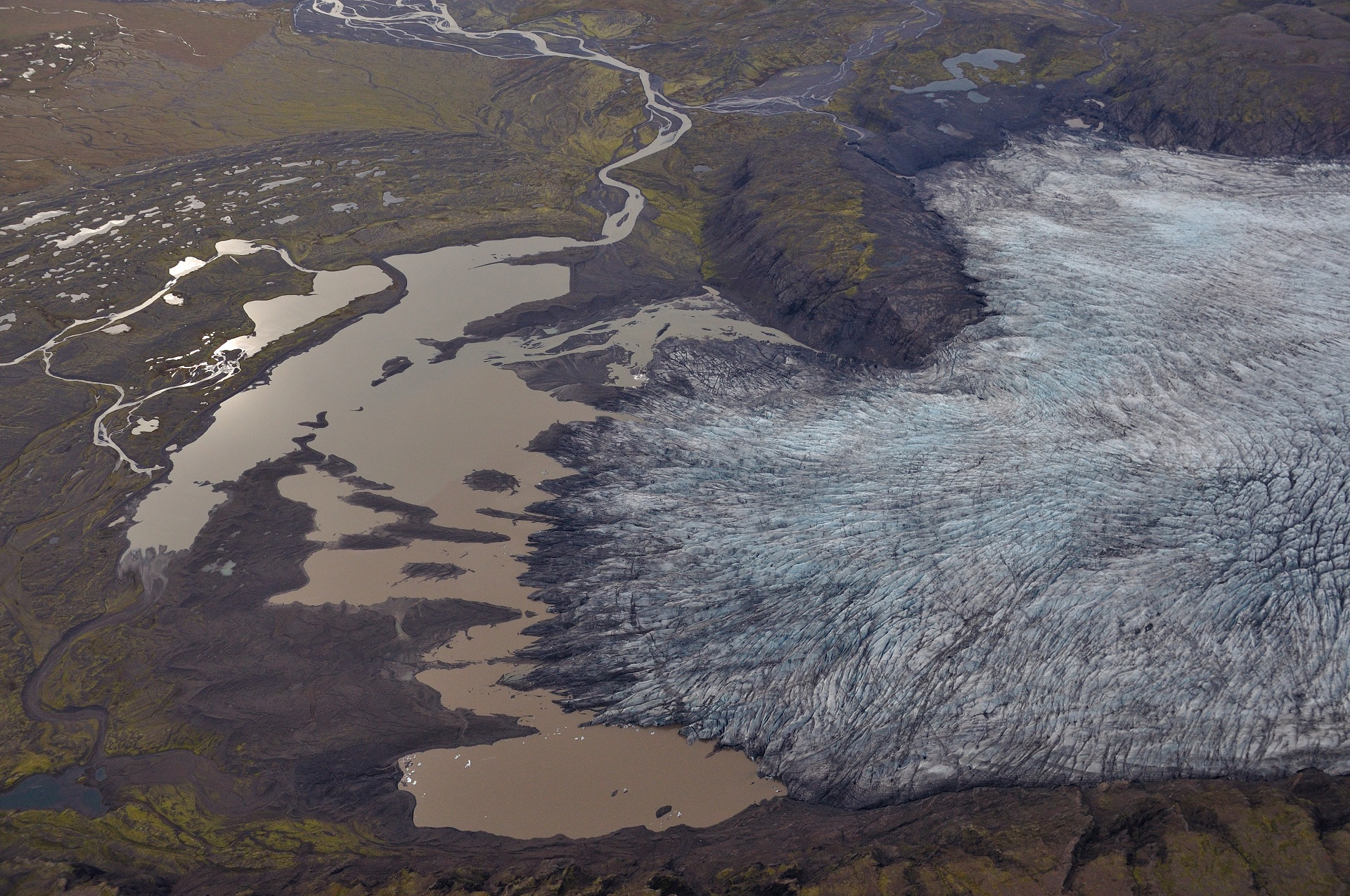 Fláajökull outlet glacier with a few separate lagoons and another elongated lagoon between the glacier moraine and the terminus. Photo: Snævarr Guðmundsson, September 13th 2014.