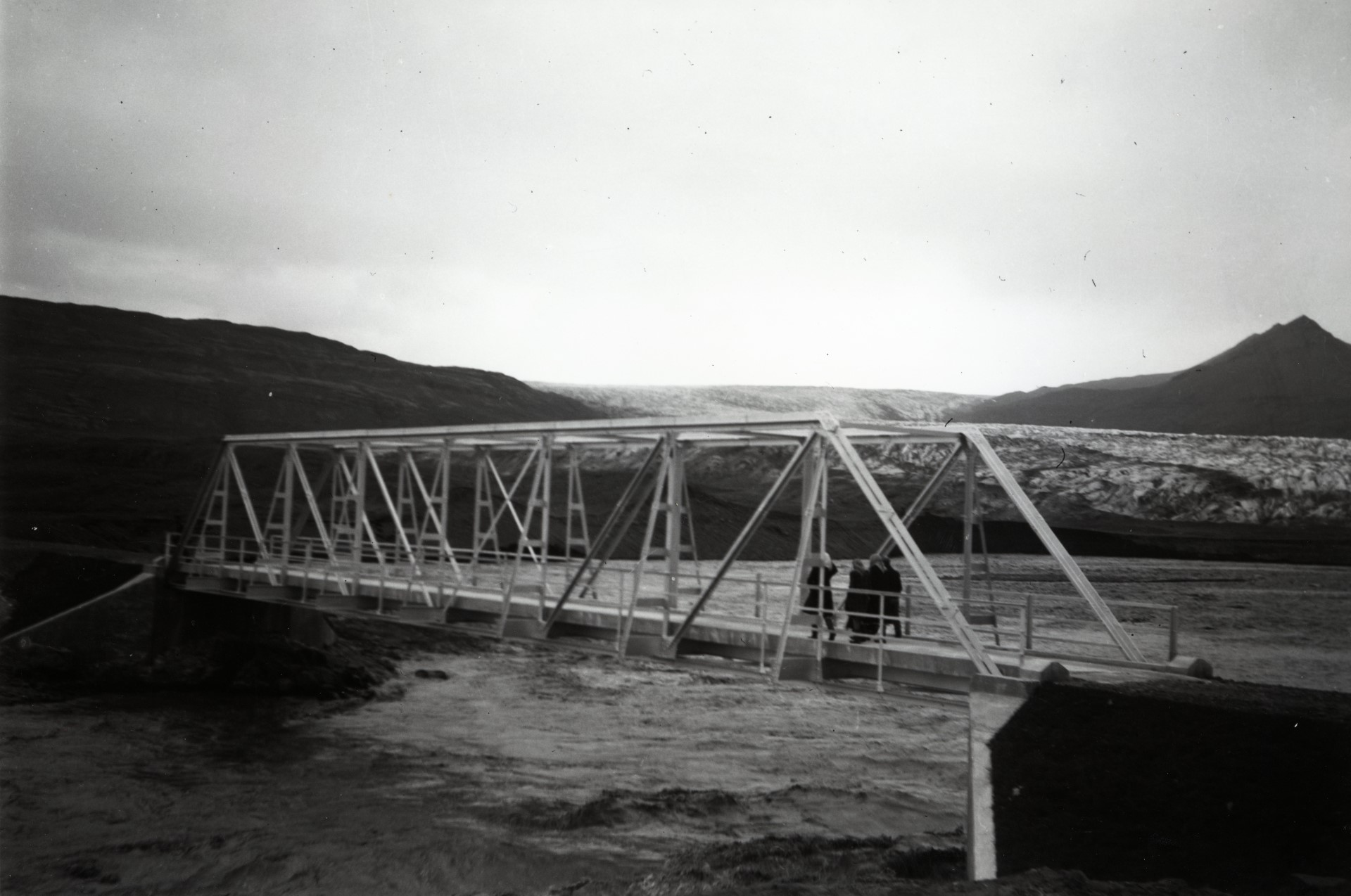 The new bridge over Heinabergsvötn in 1948. Photo: Skarphéðinn Gíslason.