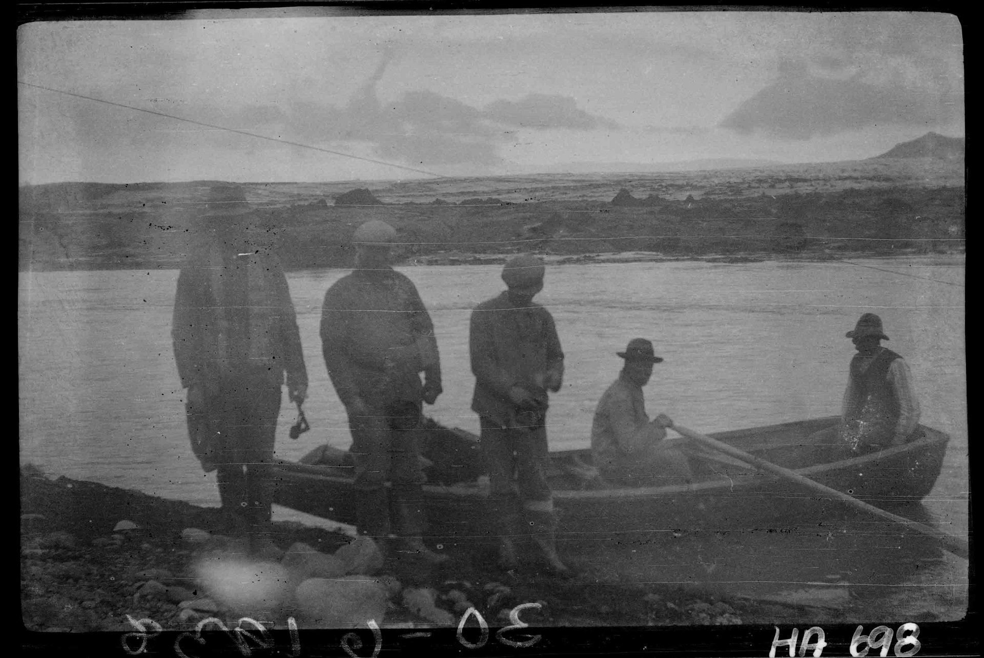 Fording the river Jökulsá á Breiðamerkursandi in 1938. Photo: Helgi Arason.