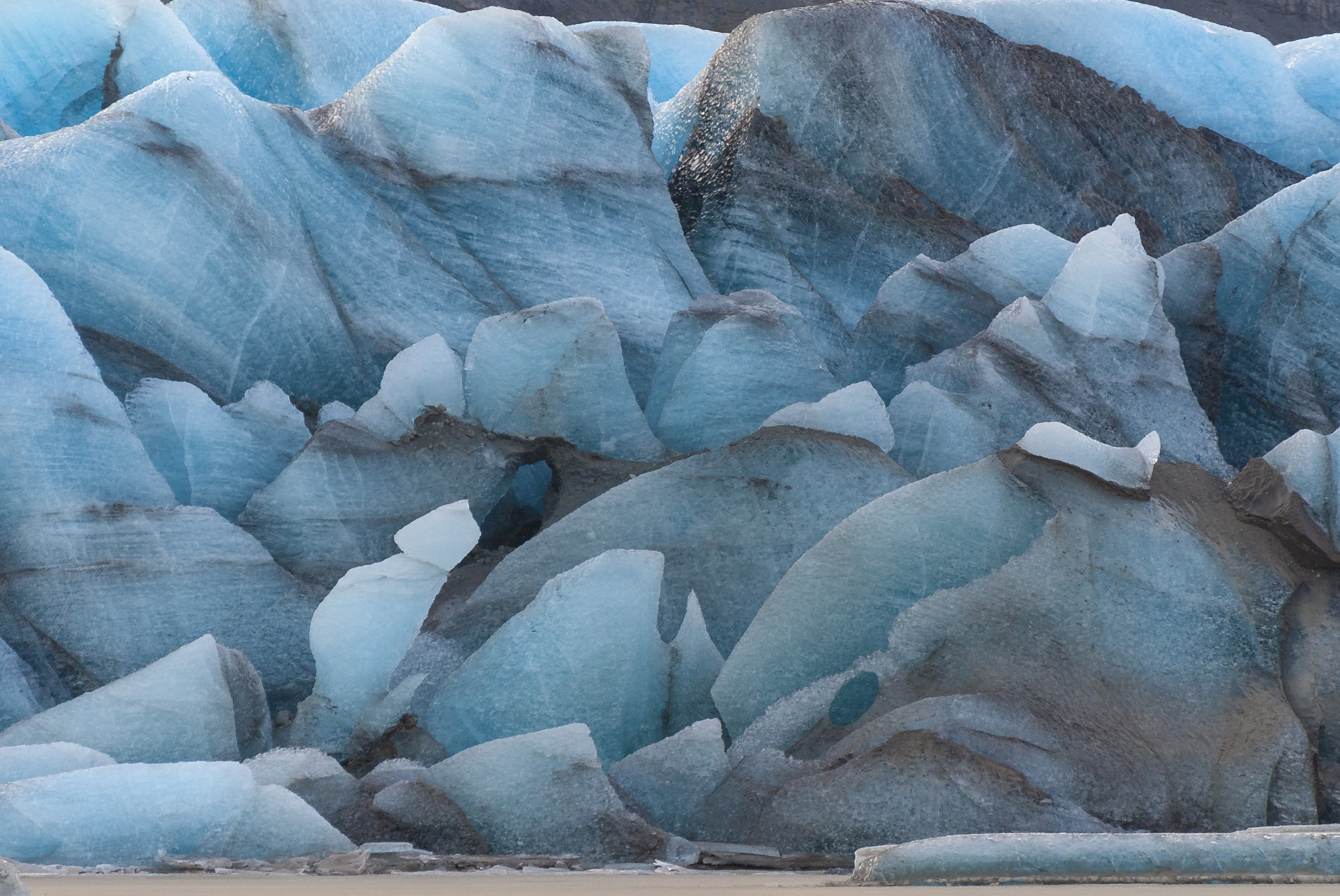 The blue colours of Heinabergsjökull. Photo: Þorvarður Árnason.
