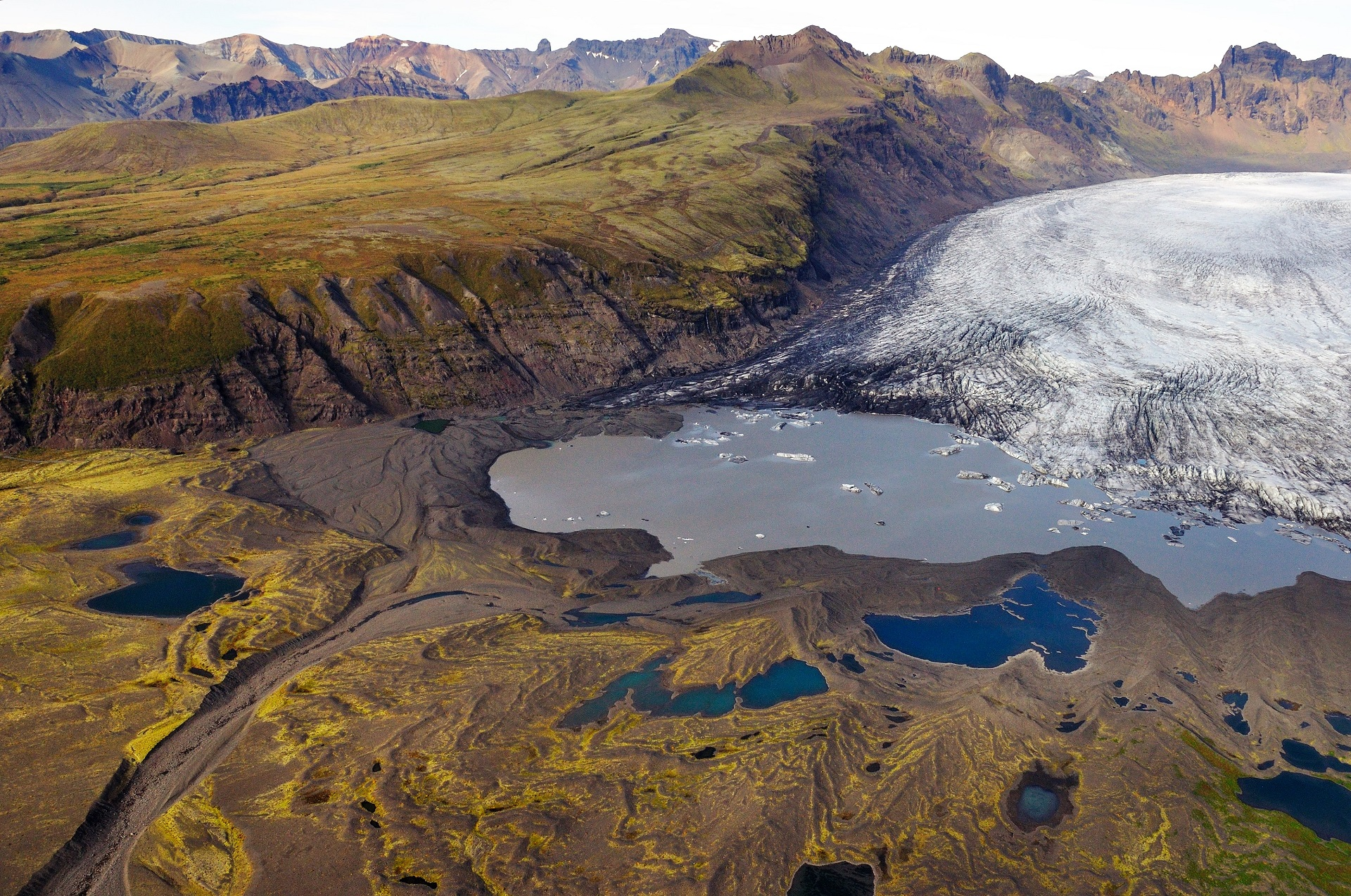 Annual moraines form when the glacier advances slightly during winter. Photo: Snævarr Guðmundsson.